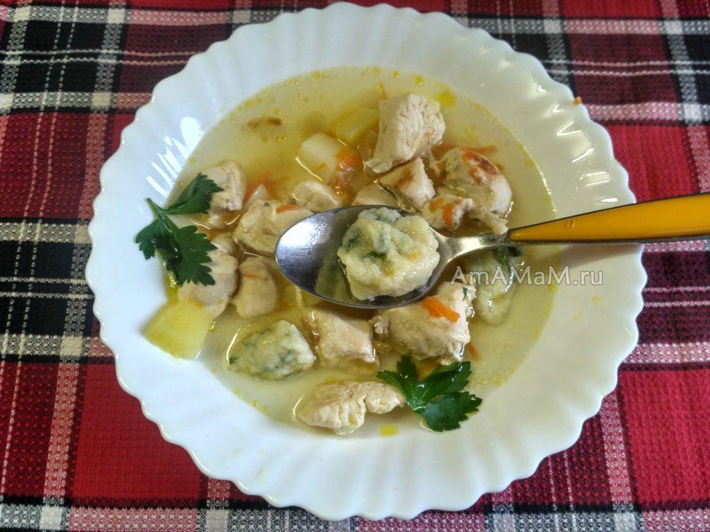 Куриный суп с чесночными галушками