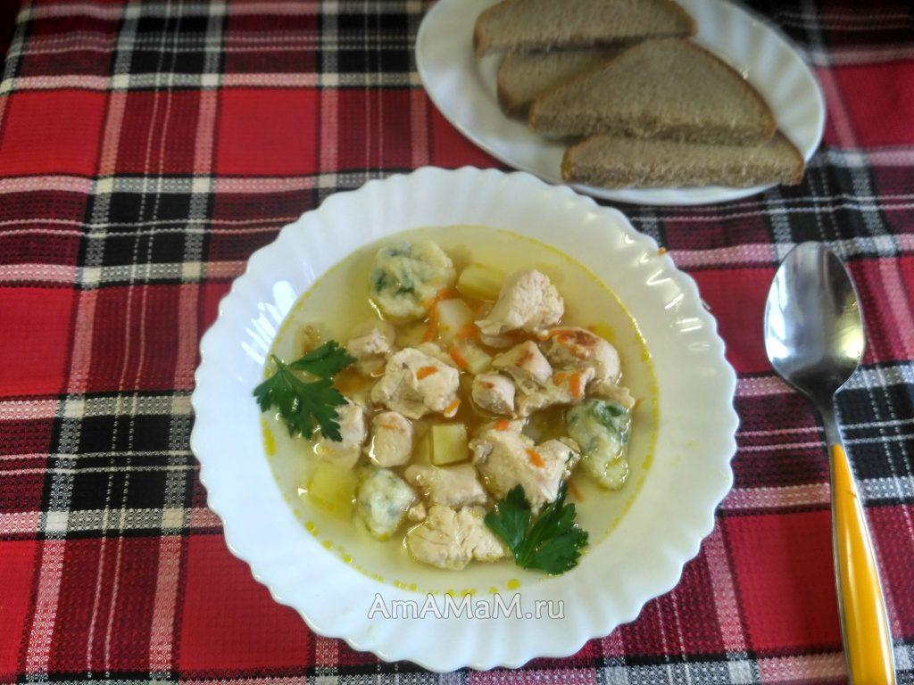 Галушки и куриная грудка - домашний суп