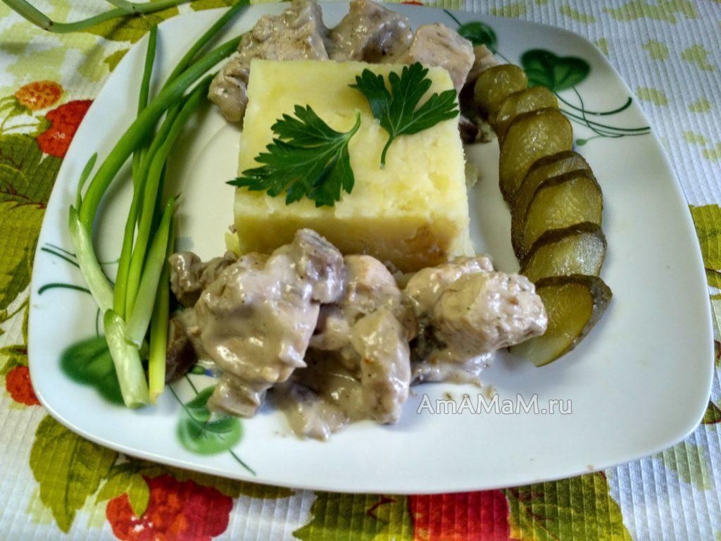 Ужин из грудки с грибами с пюре и овощами