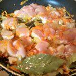 Овощи с грудкой в сковороде