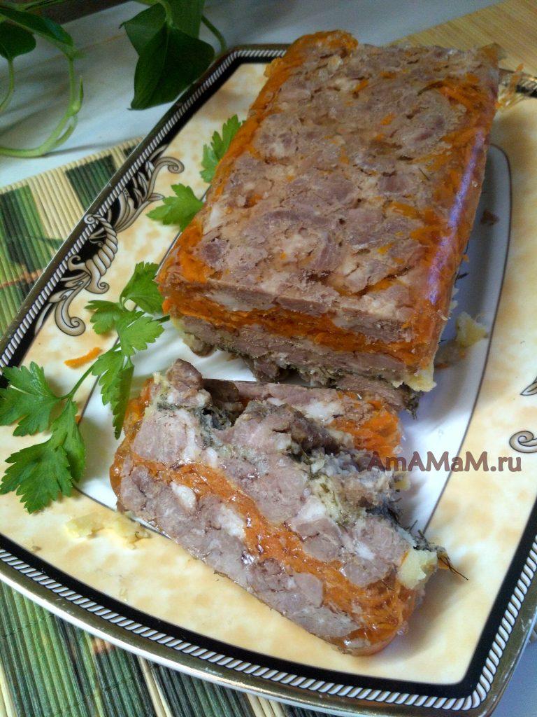 Рулет свиной с морковью и укропом