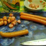 Нарезка сосисок в рагу