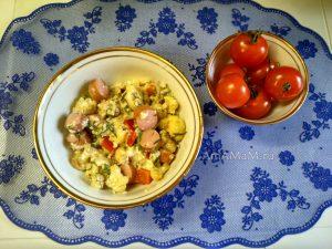Цветная капуста в омлете с сосисками