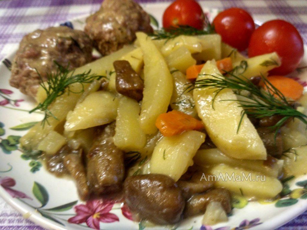 Тушеный картофель с опятами и котлетами