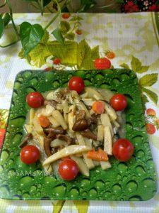 Тушеная картошка с грибами - рецепт с фото