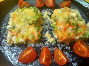 Палтус с морковью, укропом, зеленым луком в яйце и сыре
