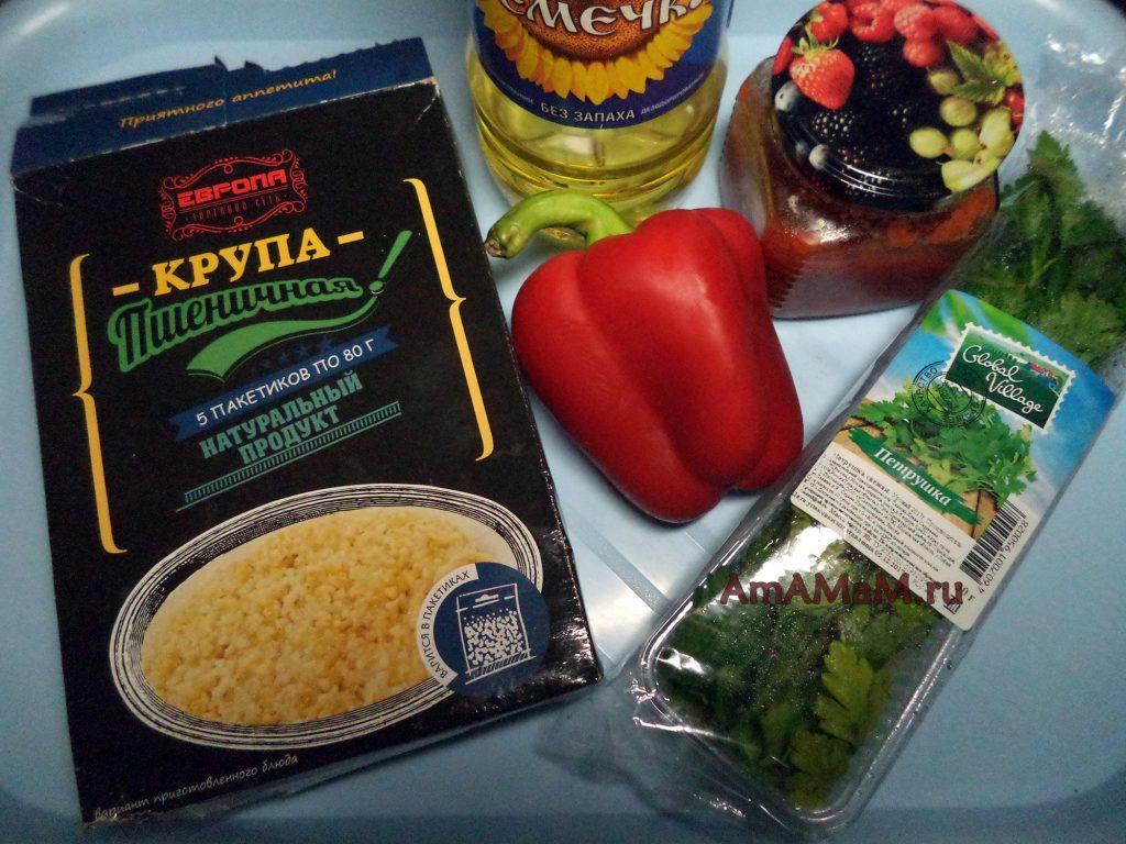 Пшеничная каша в пакетиках, зелень, сладкий перец, томатная паста и масло