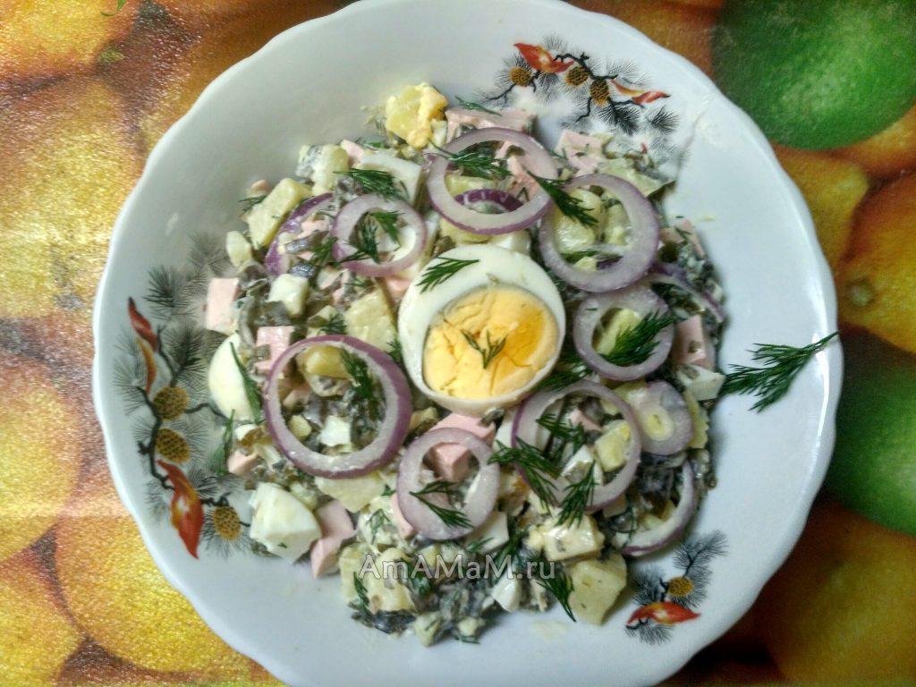 Полезный витаминный салат с морской капустой