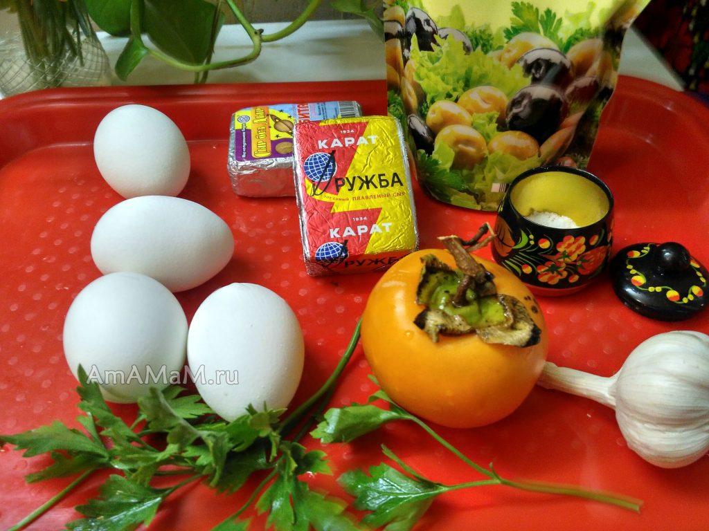 Приготовление салата из сыра плавленого с хурмой