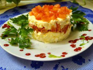 Салат из плавленых сырков с чесноком и помидорами