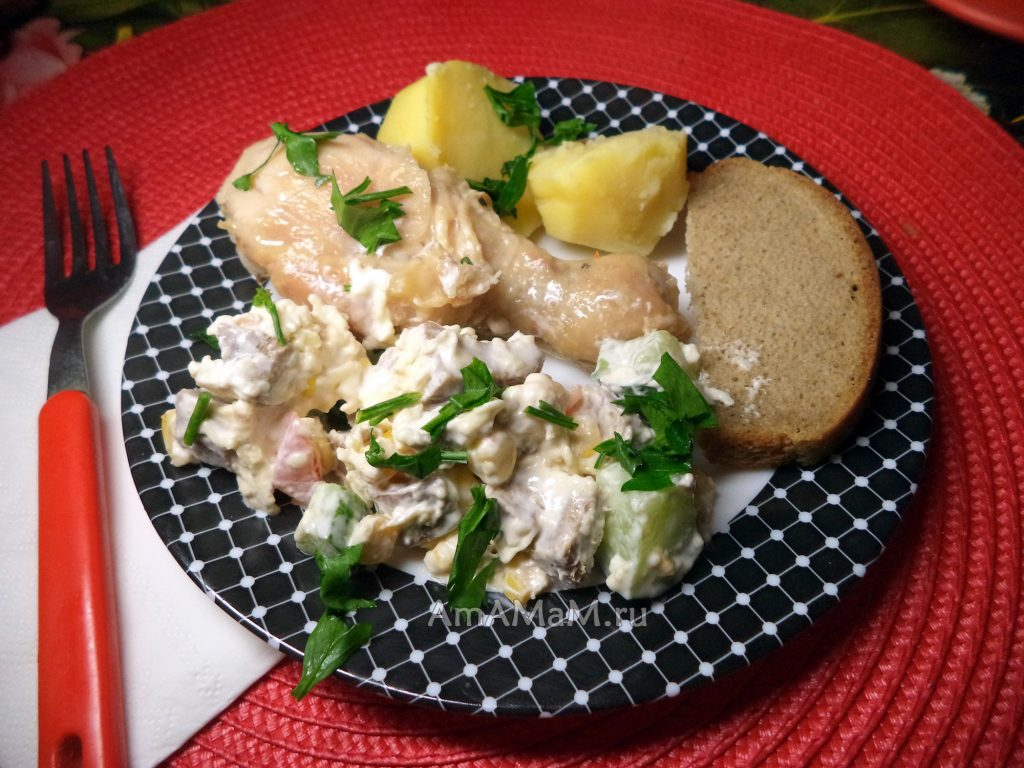 Салат из языка с кукурузой, сыром и огурцами, помидорами