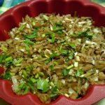 Жареная капусты, посыпанная зеленью - собираем запеканку