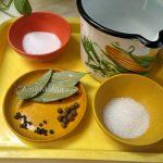 Как делают рассол для селедки, соленой целиком в домашних условиях