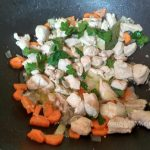 Овощная заправка в суп с кусочками курицы
