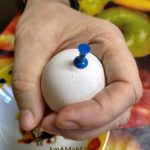Как проколоть яйцо перед запеканием или варкой - фото