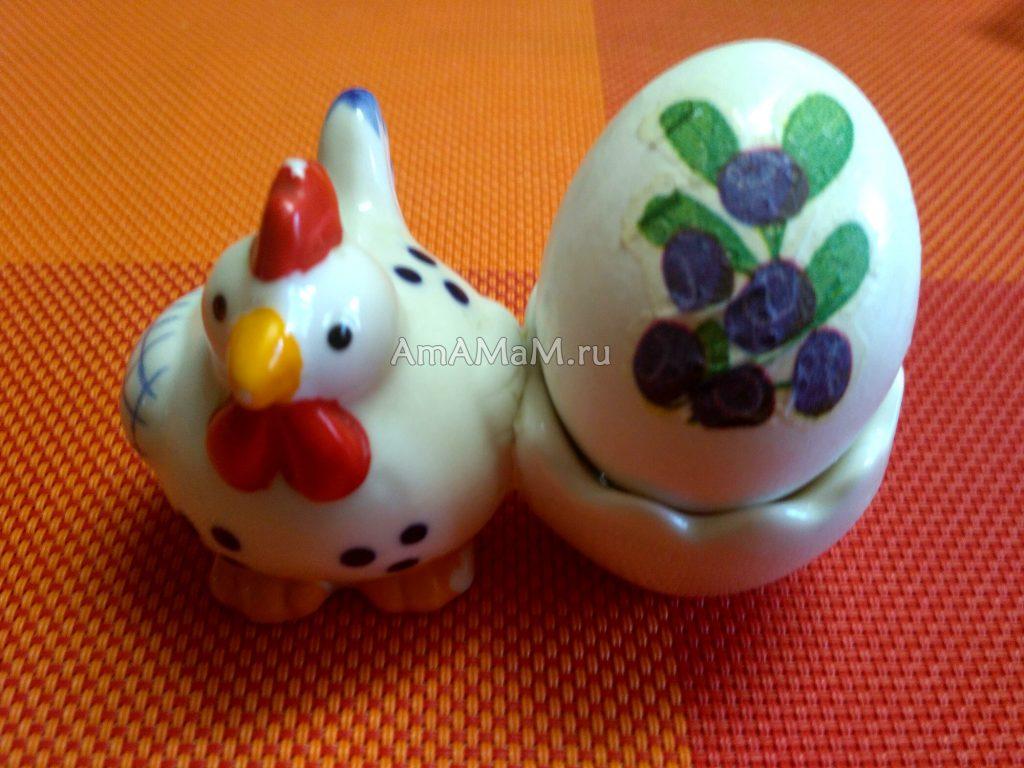 Черника - рисунок на пасхальном яйце