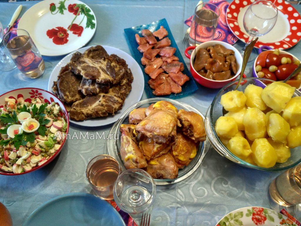 Праздничный недорогой стол - вкусные блюда
