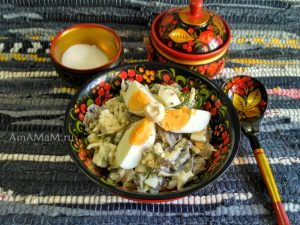 Рецепт польского яичного салата с шампиньонами и солеными огурцами