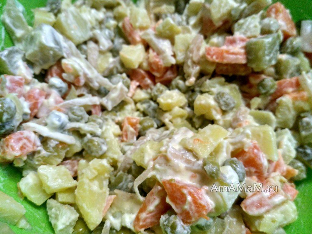 Салат типа Оливье без мяса с кислой капустой