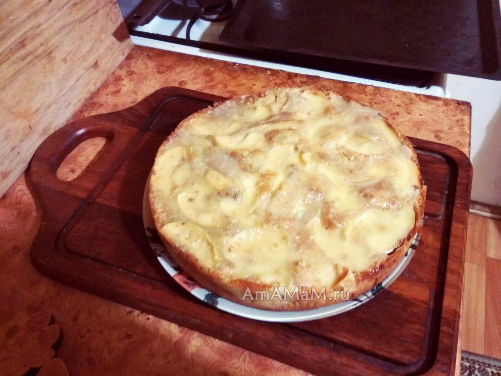 Рецепт яблочного пирога с сырком Омичка