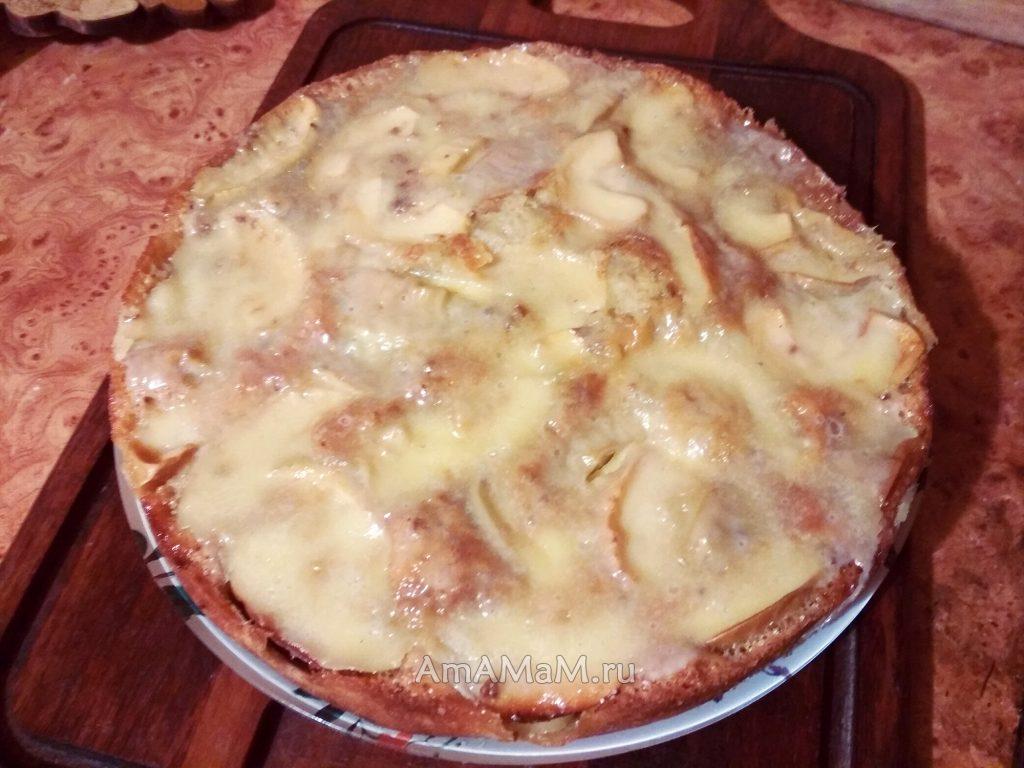 Яблочный пирог с сырным кремом