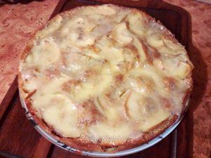 Пирог из яблок с плавленым сладким сыром