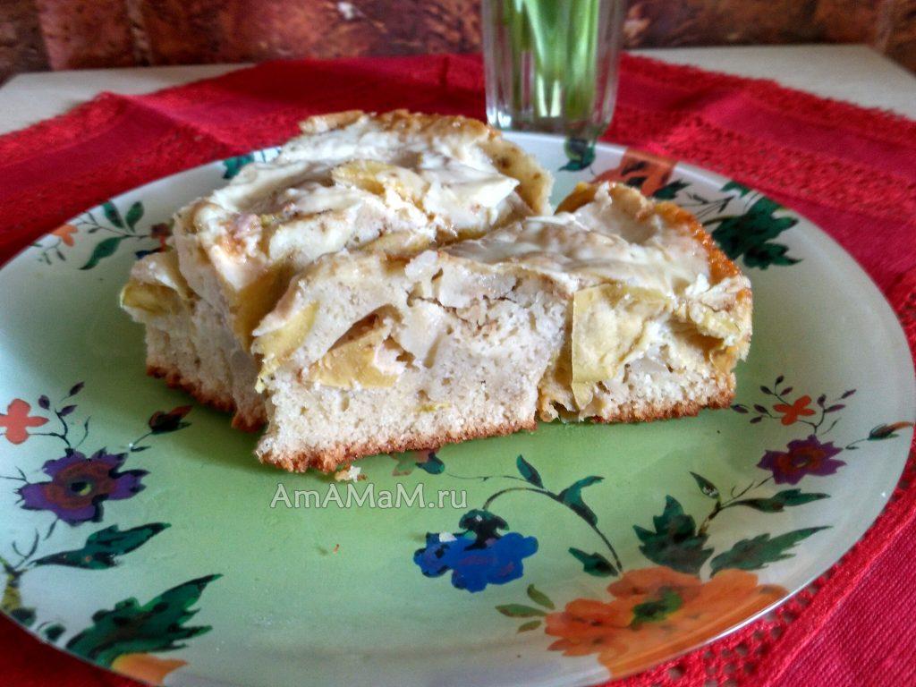 Пирог из яблок простой бисквитный с сыром Омичка
