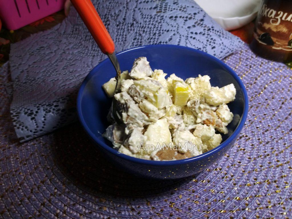 Салат из языка- рецепт с хлебом и яблоками