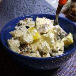 Салат из языка с яблоком и хлебом