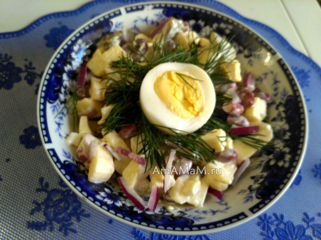 Как украсить салат с яйцами - простой вариант