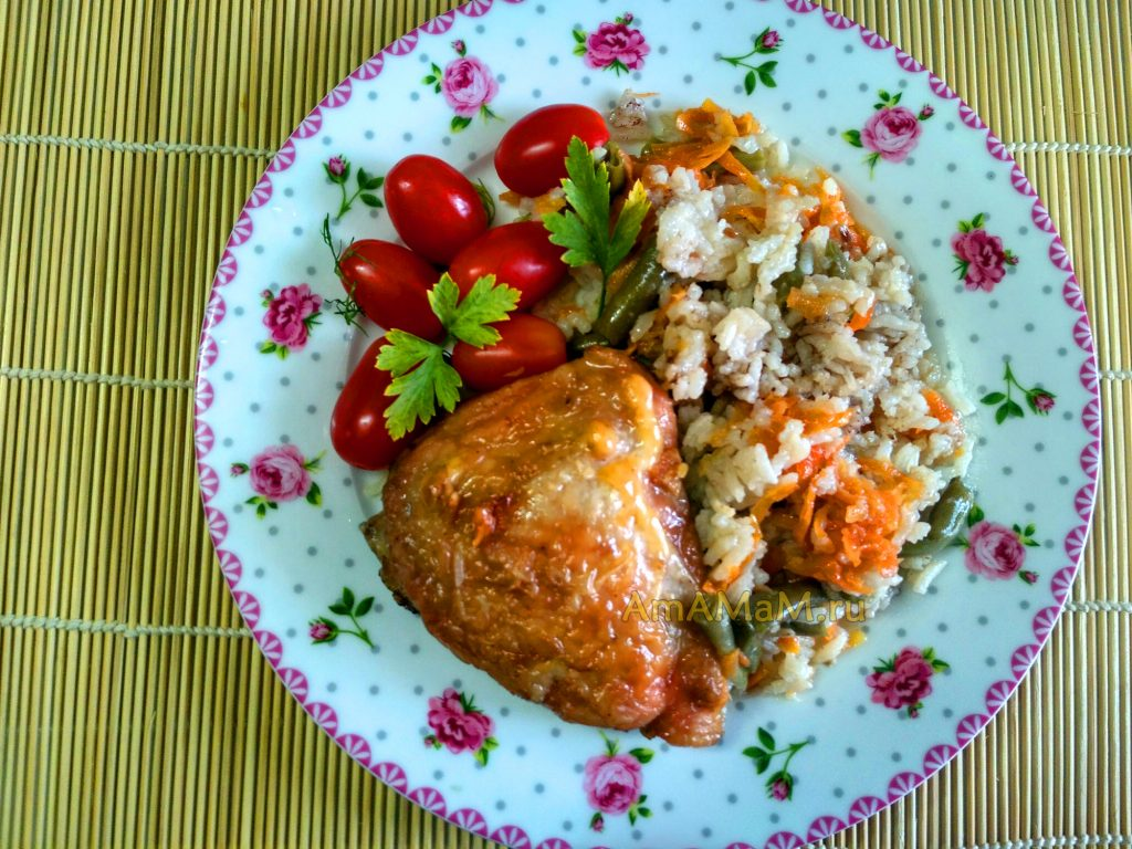 Бедрышки с рисом, запеченные одновременно в духовке