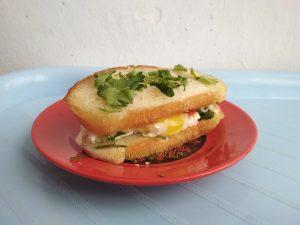 Горячий бутерброд с яйцом (сэндвич)