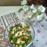 Грушевый салат с рукоклой., ветчиной и сыром