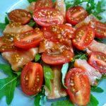 Салат овощной с красной рыбой и орешками