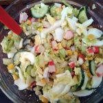 Как сдлеать вкусный салат из крабовых палочек и капусты - простой рецепт