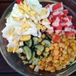 Этапы приготовления вкусного крабового салата с кукурузой
