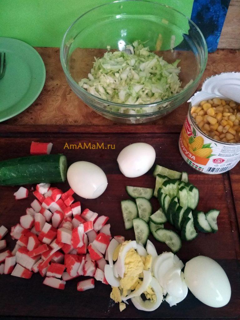 Крабовый салат - способ приготовления с капустой