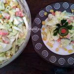 Салат с крабовыми палочками, кукурузой, яйцами, капустой и огурцом