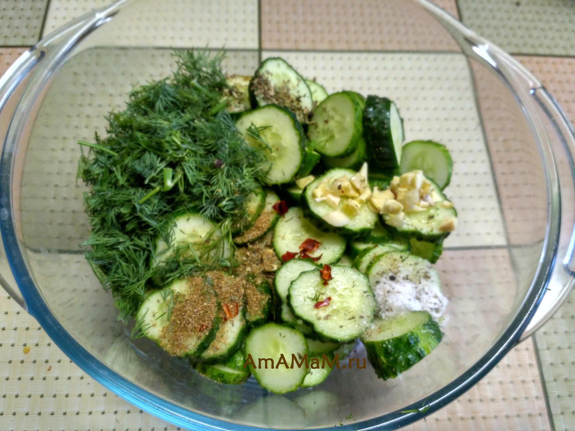 Как сделать салат из огурцов (маринование)