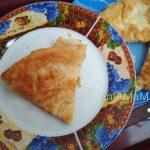 Ёка – слоеная сырная лепешка из лаваша (на сковороде)
