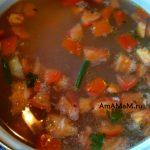 Кастрюля с супом из стручковой фасоли