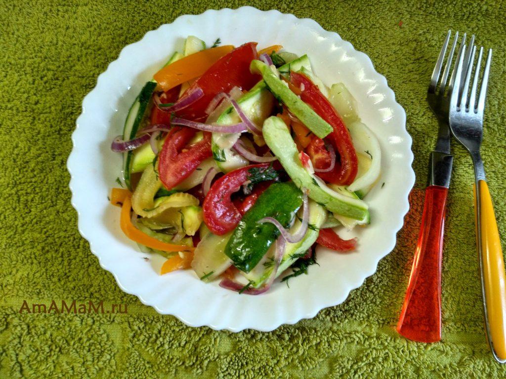 Разнообразное овощное ассорти - малосольные овощи
