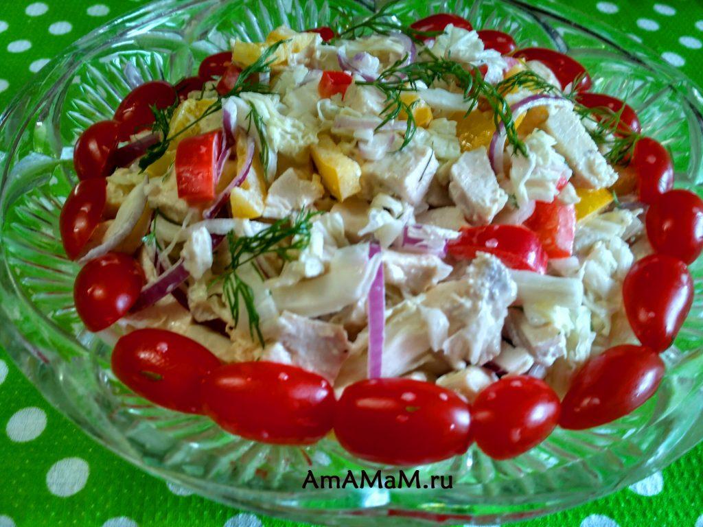 Салат из перца, курицы и пекинской капусты