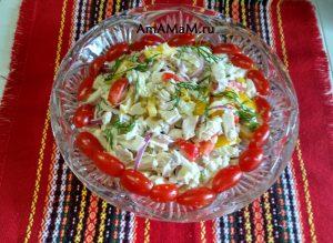 Салат из перца, куриной грудки и китайской капусты