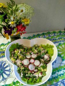 Салат из рыбных консервов с картошкой. редиской, листовым салатом