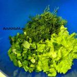 Салат и укроп в миске