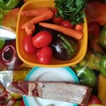 Баклажаны, помидоры, чеснок, петрушка, морковь и грудинка