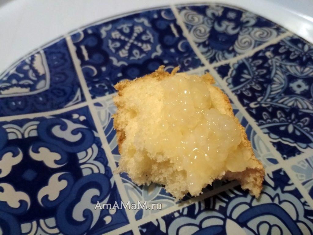 Бутерброд с икрой кальмара