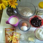 Все, что нужно для рецепта пирога с замороженными ягодами