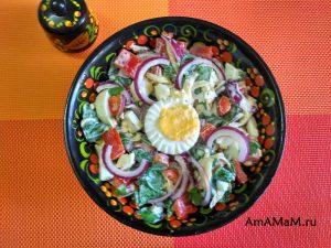 Руккола - рецепт салата с яйцами и перцем